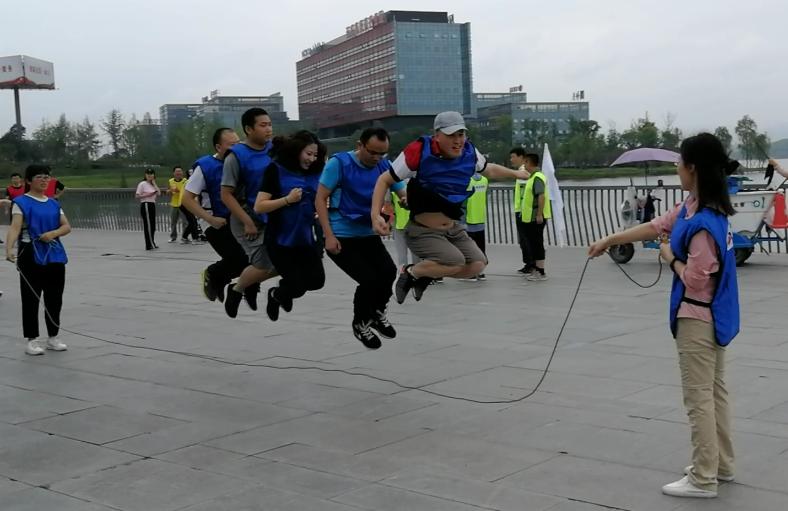 集团蓝队跳绳.jpg